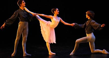 バレエでアンディオールの筋肉をつけてもっと美しいバレリーナ体型になろう!