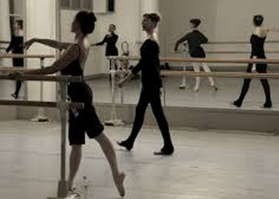 フランスのあのバレエ学校は、卒業してもプロにはなれませんよ