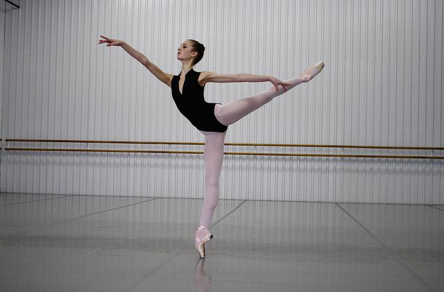 海外のバレエ学校で教わるバレエ解剖学から見た美しい甲を出す方法
