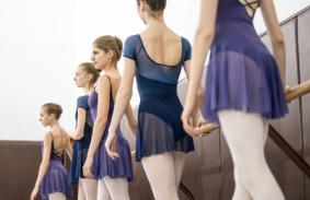 元オペラ座エトワールの新しい私立バレエ学校の留学詳細